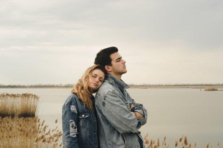 Sagitarius pun akhirnya menemukan pasangan yang berkomitmen dan mereka menjalin hubungan yang penuh romansa dan keintiman.