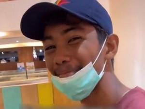 Viral Video Ekspresi Pria Desa Diajak ke Mal, Bikin Netizen Nangis Terharu