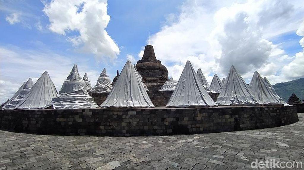 Potret Stupa-Stupa Candi Borobudur yang Tertutupi Terpaulin