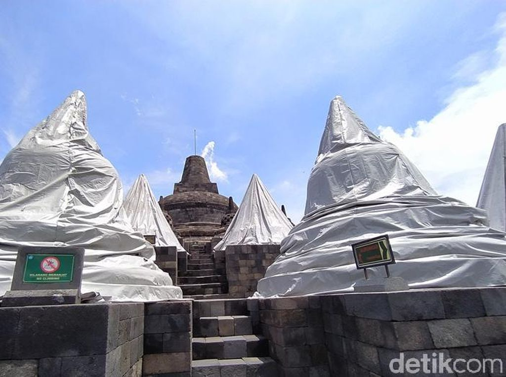 Antisipasi Hujan Abu, 56 Stupa Candi Borobudur Ditutupi Terpaulin