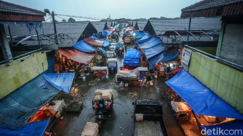 Potret Pasar Induk Cibitung yang Becek Usai Diguyur Hujan