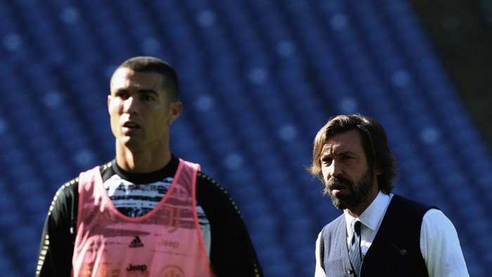 ROME, ITALY - NOVEMBER 08:  Juventus head coach Andrea Pirlo looks on as Cristiano Ronaldo is seen during the Serie A match between SS Lazio and Juventus at Stadio Olimpico on November 8, 2020 in Rome, Italy.  (Photo by Paolo Bruno/Getty Images)