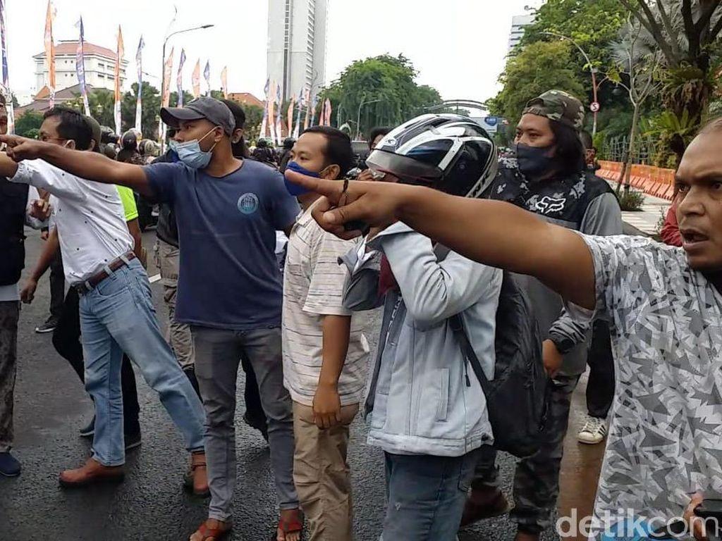 Aksi Damai Arek Suroboyo Tolak FPI Ricuh: Ada yang Provokasi Kita