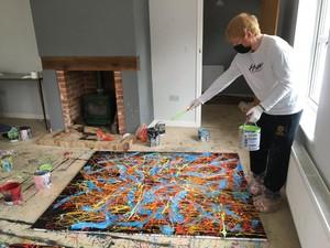 Ed Sheeran Jual Lukisan Abstrak Ciptaannya untuk Lelang Amal