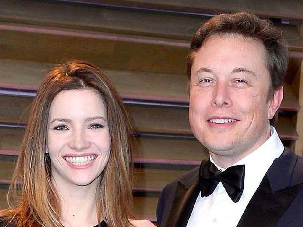 Elon Musk hingga Steven Spielberg Hobi Koleksi Meteorit Langka