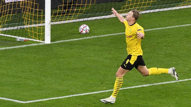 Dortmund's Norwegian forward Erling Braut Haaland celebrates scoring with the 2-0 goal during the UEFA Champions League group F football match  BVB Borussia Dortmund v FC Zenit Saint Petersburg in Dortmund, western Germany on October 28, 2020. (Photo by Martin Meissner / POOL / AFP)