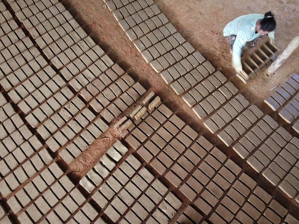 Industri Batu Bata Bertahan di Tengah Pandemi