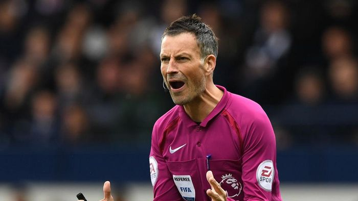 WEST BROMWICH, ENGLAND - APRIL 29:  Referee, Mark Clattenburg reacts the Premier League match between West Bromwich Albion and Leicester City at The Hawthorns on April 29, 2017 in West Bromwich, England.  (Photo by Shaun Botterill/Getty Images)