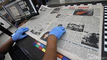 Mengintip Proses Digitalisasi Koran Cetak