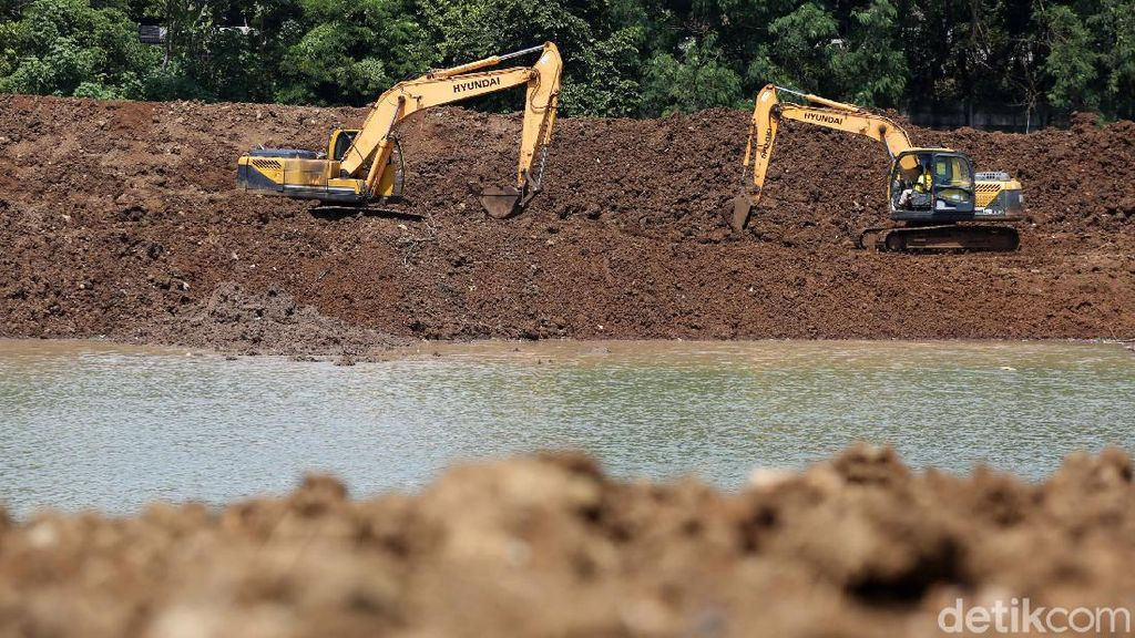 Waduk Pondok Ranggon Dikeruk untuk Antisipasi Banjir