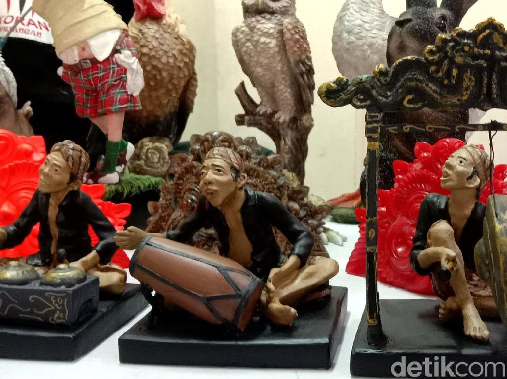 Foto: Kerajinan Tangan-Seni Budaya di Kampung Wisata Kreatif Cigadung