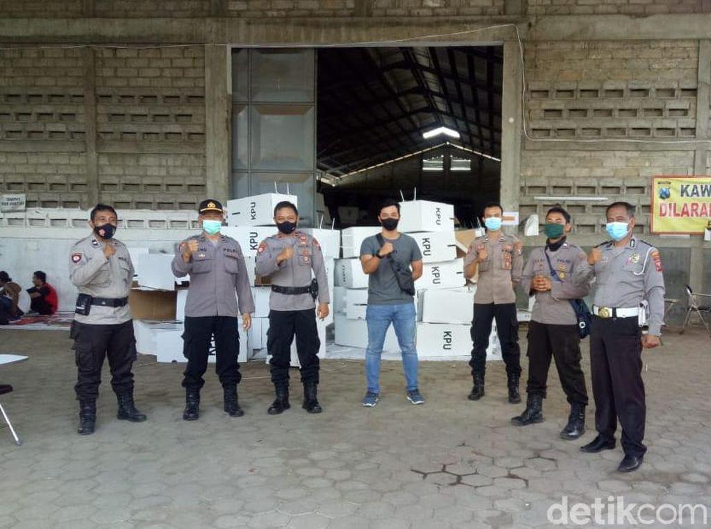 Surat Suara Datang, Polisi Jaga Ketat Gudang Logistik KPU Banyuwangi