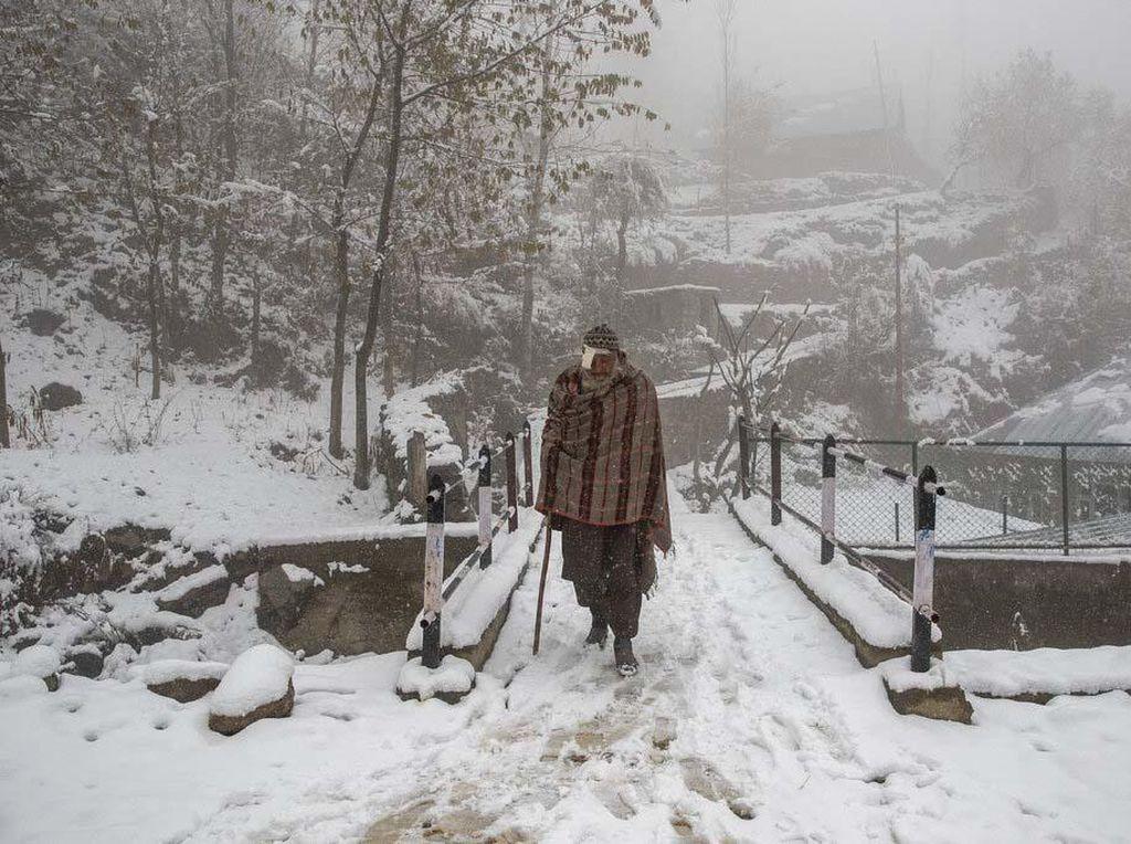 Membeludaknya Wisatawan di Kashmir Usai Ditutup 2 Tahun