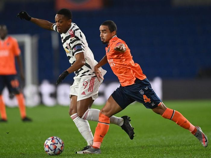 Manchester Uniteds French forward Anthony Martial (L) is challenged by Istanbul Basaksehirs Brazilian defender Rafael during the UEFA Champions League football match group H, between Istanbul Basaksehir FK and Manchester United, on November 4, 2020, at the Basaksehir Fatih Terim stadium in Istanbul. (Photo by OZAN KOSE / AFP)