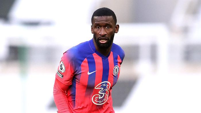 NEWCASTLE UPON TYNE, ENGLAND - NOVEMBER 21: Antonio Rudiger of Chelsea  during the Premier League match between Newcastle United and Chelsea at St. James Park on November 21, 2020 in Newcastle upon Tyne, England. Sporting stadiums around the UK remain under strict restrictions due to the Coronavirus Pandemic as Government social distancing laws prohibit fans inside venues resulting in games being played behind closed doors. (Photo by Alex Pantling/Getty Images)