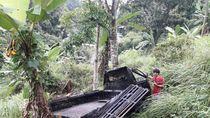 Mobil Pikap Muatan Ikan Terjun ke Jurang Cianjur, Sopir-Kernet Luka Parah