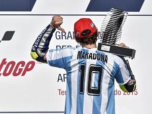 Duka Mendalam Valentino Rossi atas Meninggalnya Diego Maradona