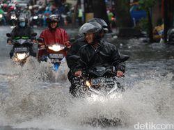 Hujan Deras Guyur Kota Bandung, Jalan Kopo Terendam Banjir