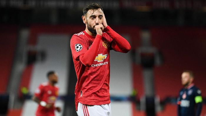 MANCHESTER, ENGLAND - NOVEMBER 24: Bruno Fernandes of Manchester United celebrates after scoring their sides second goal during the UEFA Champions League Group H stage match between Manchester United and İstanbul Basaksehir at Old Trafford on November 24, 2020 in Manchester, England. Sporting stadiums around the UK remain under strict restrictions due to the Coronavirus Pandemic as Government social distancing laws prohibit fans inside venues resulting in games being played behind closed doors. (Photo by Michael Regan/Getty Images)