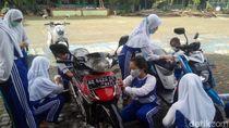 Hari Guru Nasional, Siswa Sekolah Salatiga Cuci Motor Gurunya