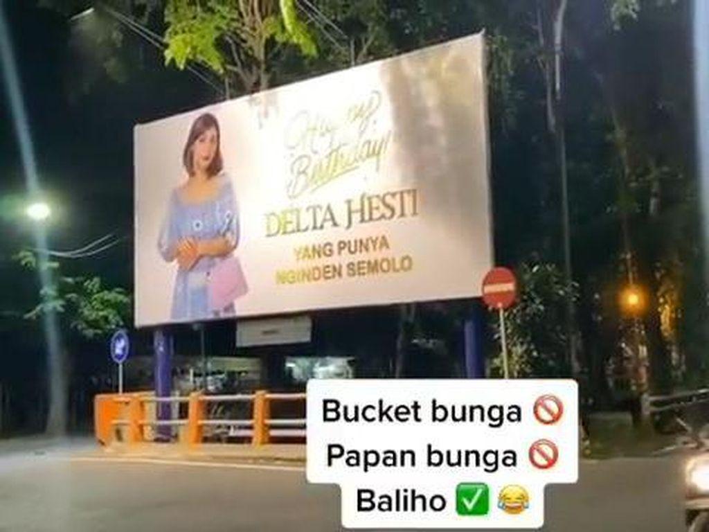 Viral Crazy Rich Surabaya Ucapkan Ultah ke Istri Pakai Baliho