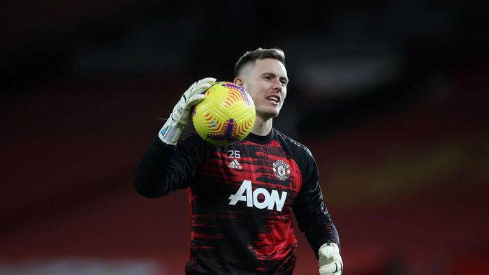 MANCHESTER, ENGLAND - NOVEMBER 21: Dean Henderson of Manchester United warms up prior to the Premier League match between Manchester United and West Bromwich Albion at Old Trafford on November 21, 2020 in Manchester, England. Sporting stadiums around the UK remain under strict restrictions due to the Coronavirus Pandemic as Government social distancing laws prohibit fans inside venues resulting in games being played behind closed doors. (Photo by Martin Rickett - Pool/Getty Images)