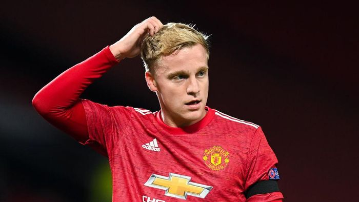MANCHESTER, ENGLAND - NOVEMBER 24: Donny Van De Beek of Manchester United reacts during the UEFA Champions League Group H stage match between Manchester United and İstanbul Basaksehir at Old Trafford on November 24, 2020 in Manchester, England. Sporting stadiums around the UK remain under strict restrictions due to the Coronavirus Pandemic as Government social distancing laws prohibit fans inside venues resulting in games being played behind closed doors. (Photo by Michael Regan/Getty Images)
