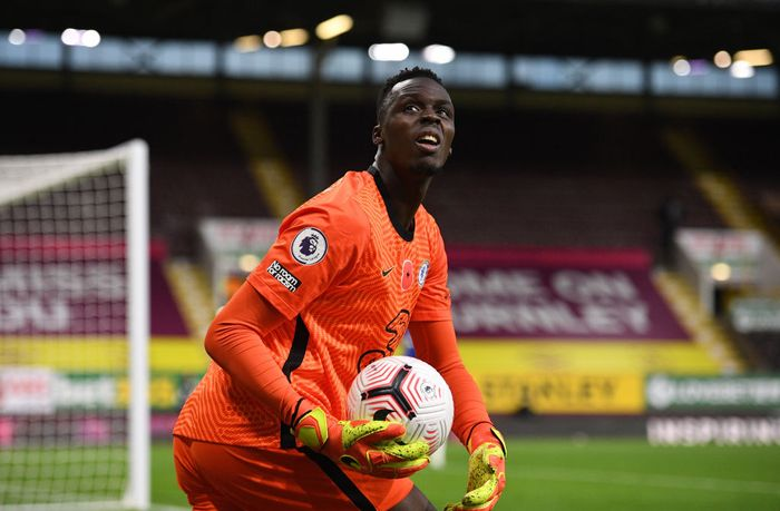 BURNLEY, ENGLAND - OCTOBER 31: Edouard Mendy of Chelsea looks on during the Premier League match between Burnley and Chelsea at Turf Moor on October 31, 2020 in Burnley, England. Sporting stadiums around the UK remain under strict restrictions due to the Coronavirus Pandemic as Government social distancing laws prohibit fans inside venues resulting in games being played behind closed doors. (Photo by Oli Scarff - Pool/Getty Images)