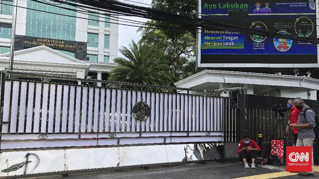 Gedung Mina Bahari 1 yang berlokasi di Jalan Medan Merdeka Timur tampak tertutup rapat usai kabar Menterinya, Edhy Prabowo ditangkap KPK, Rabu (25/11