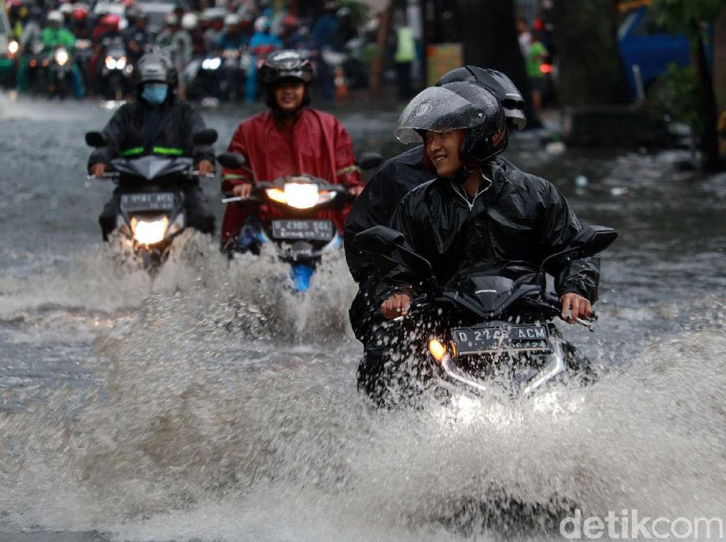 Waspada! Potensi Bencana Hidrometeorologi di Kota Bandung Sepekan ke Depan
