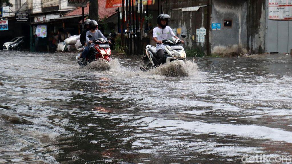 Jalan Kopo Bandung Terendam Banjir