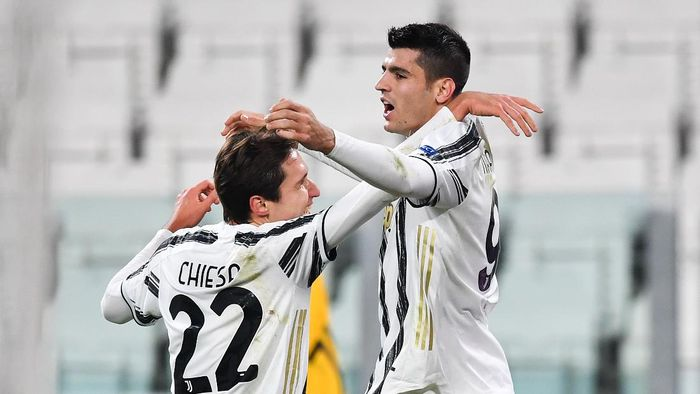 TURIN, ITALY - NOVEMBER 24: Alvaro Morata of Juventus celebrates after scoring their sides second goal with team mate Federico Chiesa  during the UEFA Champions League Group G stage match between Juventus and Ferencvaros Budapest at Allianz Stadium on November 24, 2020 in Turin, Italy. Sporting stadiums around Italy remain under strict restrictions due to the Coronavirus Pandemic as Government social distancing laws prohibit fans inside venues resulting in games being played behind closed doors. (Photo by Valerio Pennicino/Getty Images)
