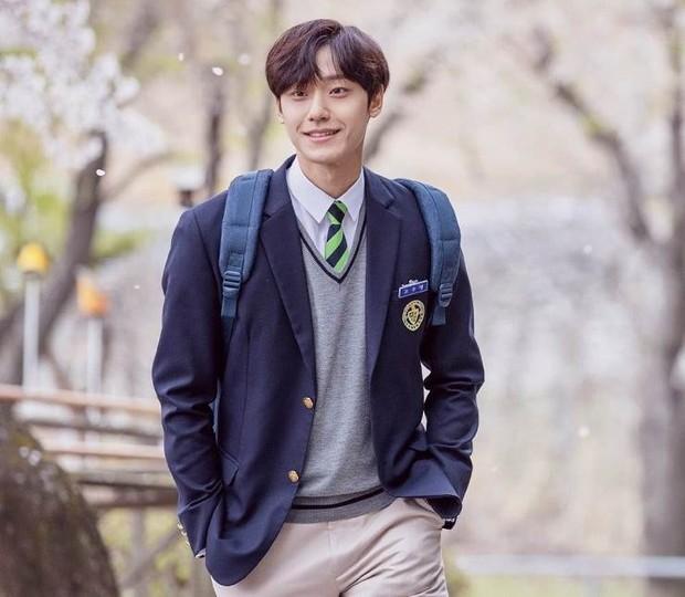 """Pada tahun 2020, nama Lee Do Hyun pun semakin populer saat Ia mendapatkan peran utama pertamanya dalam drama """"18 Again""""."""
