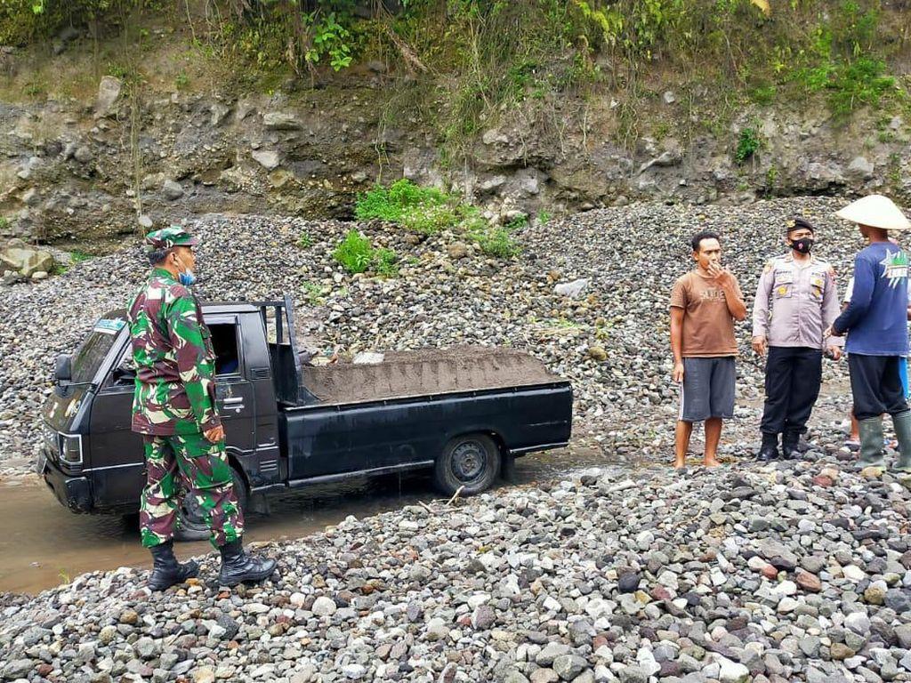 Seorang Penambang Pasir Tewas Tertimpa Longsor di Lereng Merapi Boyolali