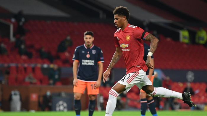 MANCHESTER, ENGLAND - NOVEMBER 24: Marcus Rashford of Manchester United scores his sides third goal from the penalty spot during the UEFA Champions League Group H stage match between Manchester United and İstanbul Basaksehir at Old Trafford on November 24, 2020 in Manchester, England. Sporting stadiums around the UK remain under strict restrictions due to the Coronavirus Pandemic as Government social distancing laws prohibit fans inside venues resulting in games being played behind closed doors. (Photo by Michael Regan/Getty Images)
