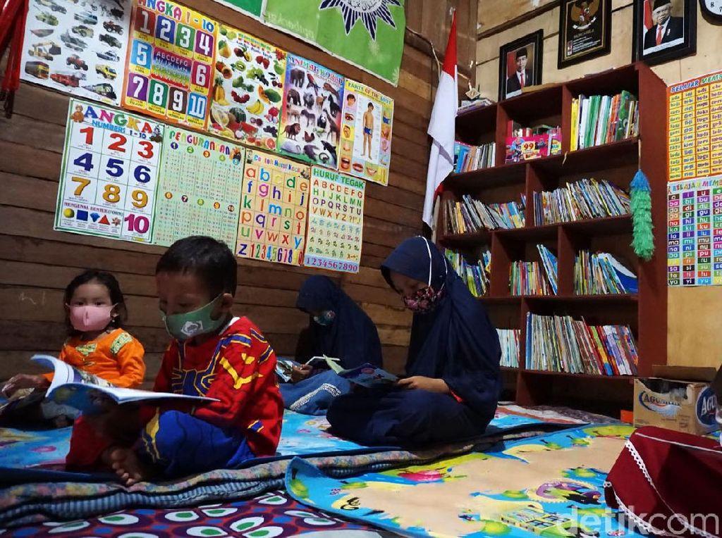 Inspirasi dari Demak, Kuli Bangunan Buka Perpustakaan-Bimbel Gratis
