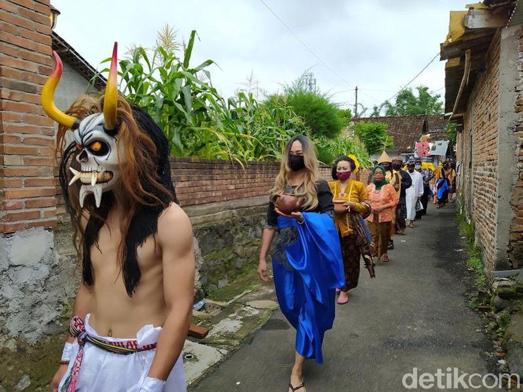 Merapi Siaga, Seniman Magelang Gelar Larung Sengkala di Sungai Progo