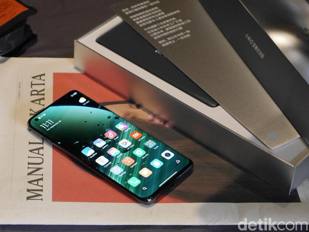 Menggenggam Xiaomi Mi 10 Ultra