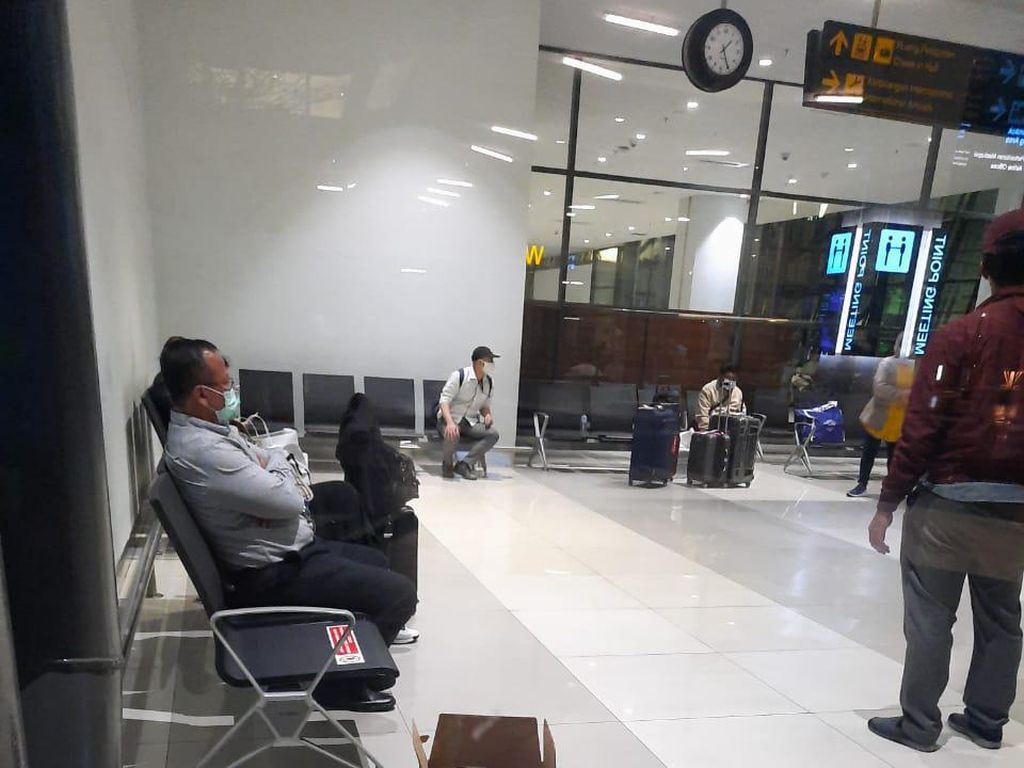 Penampakan Menteri Edhy Prabowo Saat Ditangkap KPK di Soetta