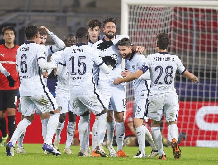 Chelseas Olivier Giroud, center, celebrates with his teammates after scoring his sides second goal during the Champions League, group E soccer match between Rennes and Chelsea at the Roazhon Park stadium in Rennes, France, Tuesday, Nov. 24, 2020. Chelsea won 2-1. (AP Photo/David Vincent)