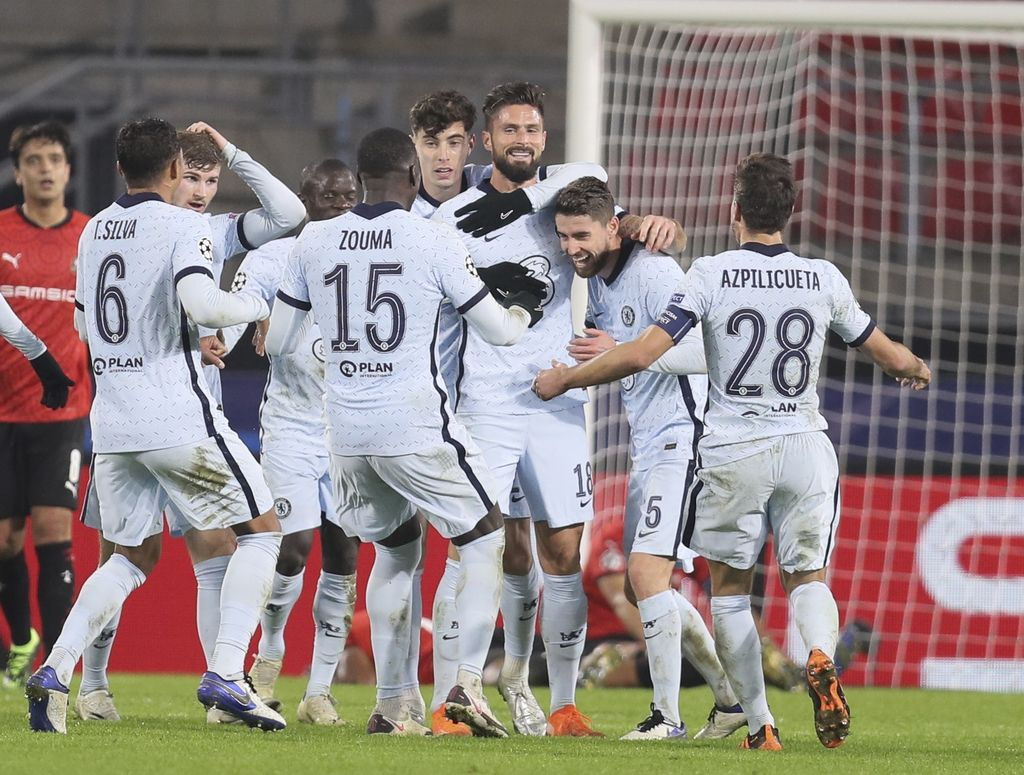 Chelsea's Olivier Giroud, center, celebrates with his teammates after scoring his side's second goal during the Champions League, group E soccer match between Rennes and Chelsea at the Roazhon Park stadium in Rennes, France, Tuesday, Nov. 24, 2020. Chelsea won 2-1. (AP Photo/David Vincent)