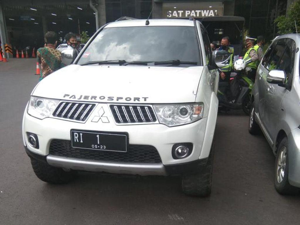 Penampakan Mobil Pajero Sport Bernopol RI-1 yang Diamankan Polisi