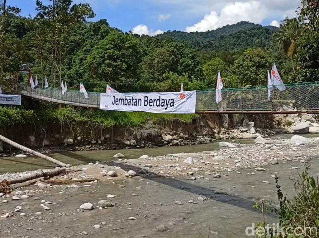 4 Bulan Nyeberang Sungai untuk Bertani, Kini Warga Maipi Punya Jembatan Lagi