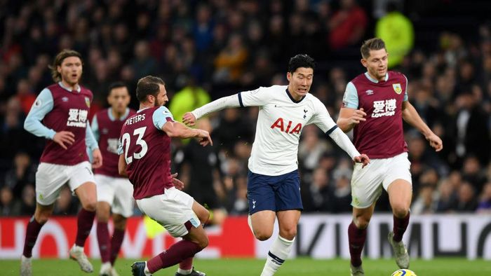 LONDON, ENGLAND - DECEMBER 07: Heung-Min Son of Tottenham Hotspur breaks past Erik Pieters of Burnley to go on and score his teams third goal during the Premier League match between Tottenham Hotspur and Burnley FC at Tottenham Hotspur Stadium on December 07, 2019 in London, United Kingdom. (Photo by Shaun Botterill/Getty Images)