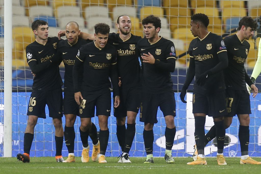 Barcelona's Martin Braithwaite, second left, celebrates with his teammates after scores his side's second goal during the Champions League group G soccer match between Dynamo Kyiv and FC Barcelona at the Olimpiyskiy Stadium in Kyiv, Ukraine, Tuesday, Nov. 24, 2020. (AP Photo/Efrem Lukatsky)