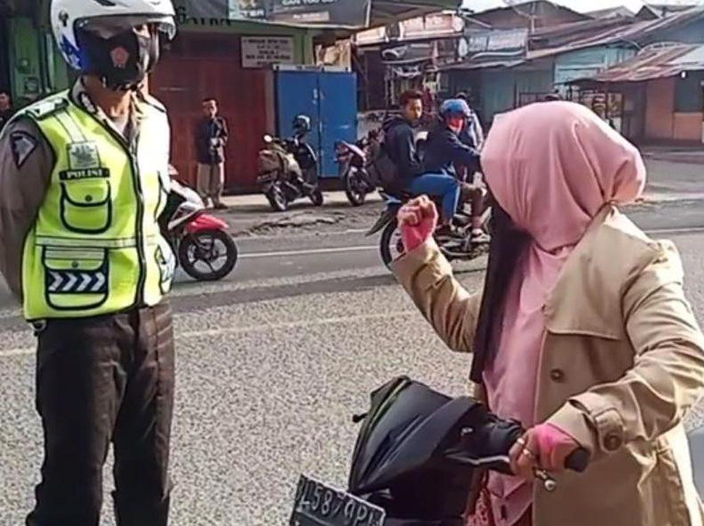 Viral Emak-emak di Aceh Teriak Takbir Saat Disetop Polantas, Lalu Tancap Gas