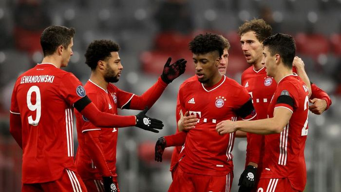 MUNICH, GERMANY - NOVEMBER 25: Kingsley Coman of Bayern Munich celebrates his sides second goal which came from a Max Woeber of RB Salzburg (not pictured) scored a own goal with Serge Gnabry, Robert Lewandowski and Marc Roca of Bayern Munich after  during the UEFA Champions League Group A stage match between FC Bayern Muenchen and RB Salzburg at Allianz Arena on November 25, 2020 in Munich, Germany. Football Stadiums around Europe remain empty due to the Coronavirus Pandemic as Government social distancing laws prohibit fans inside venues resulting in fixtures being played behind closed doors. (Photo by Alexander Hassenstein/Getty Images)