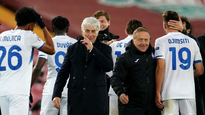 LIVERPOOL, ENGLAND - NOVEMBER 25: Gian Piero Gasperini, Head Coach of Atalanta B.C. celebrates following his sides victory in the UEFA Champions League Group D stage match between Liverpool FC and Atalanta BC at Anfield on November 25, 2020 in Liverpool, England. Sporting stadiums around the UK remain under strict restrictions due to the Coronavirus Pandemic as Government social distancing laws prohibit fans inside venues resulting in games being played behind closed doors. (Photo by Jon Super - Pool/Getty Images)