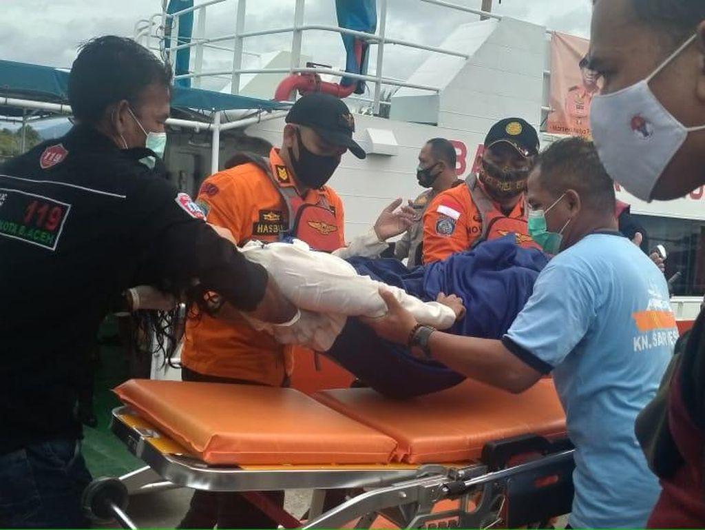 Aneh! Wanita di Aceh Diselamatkan Usai Ngapung di Laut, Lalu Loncat Lagi