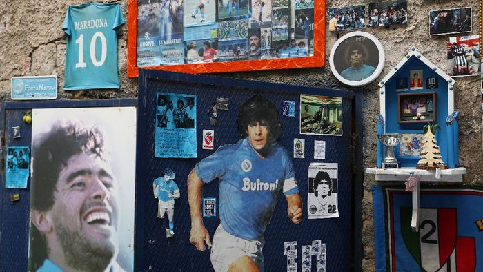 NAPLES, ITALY - FEBRUARY 25: Street art showing ex Napoli player Diego Maradona in the city of Naples ahead of the UEFA Champions League round of 16 first leg match between SSC Napoli and FC Barcelona at Stadio San Paolo on February 25, 2020 in Naples, Italy. (Photo by Michael Steele/Getty Images)